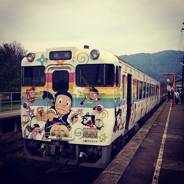 GWに帰省したら田舎の電車がハットリくん仕様になってた