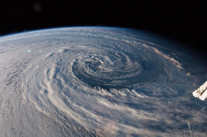 ヤバイぐらい美しい!宇宙から見た地球の高画質動画。chromecast経由で大画面で見るべし
