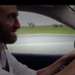【衝撃動画】高速道路を走行中の自動車がハッカーに乗っ取られ好き放題に操作される