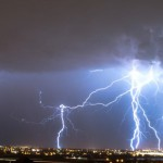 突然のゲリラ豪雨と落雷でオフィスが停電。UPS、SPDって何?とにかく備えあれば憂いなし